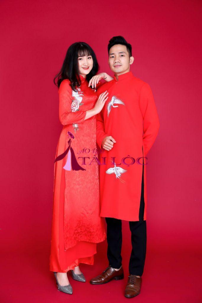 Áo dài cặp đỏ gấm thêu chim hạc