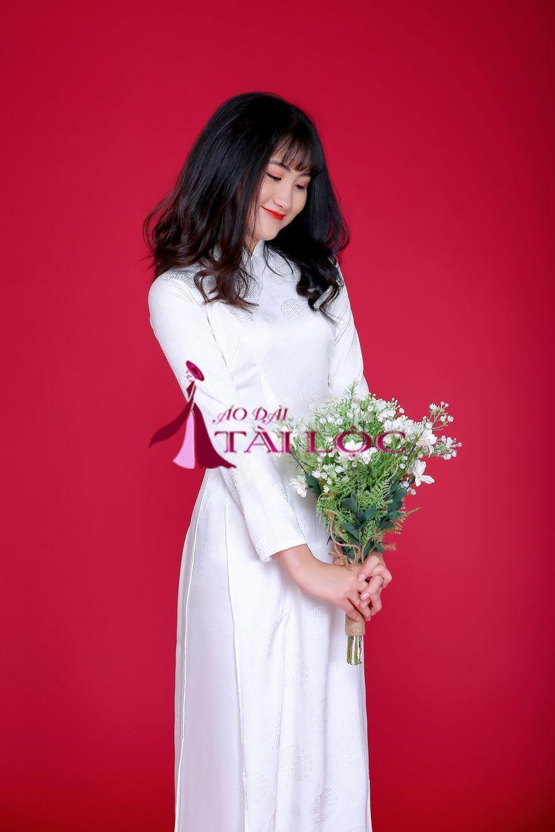 Áo dài cô dâu trắng gấm gấm lụa đồng tiền