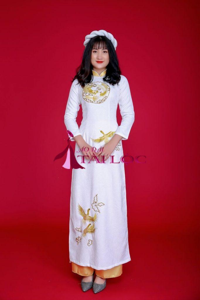 Áo dài cưới màu trắng gấm kết cườm vàng