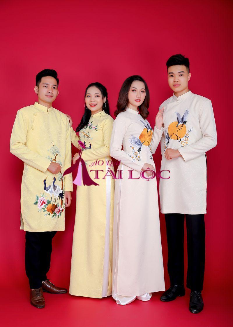 Áo Dài Cặp Vàng Nhạt Gấm Thêu Vườn Thượng Uyển