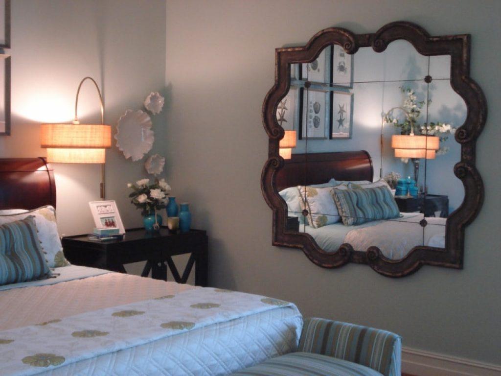Giường ngủ tân hôn không được đối diện với gương soi