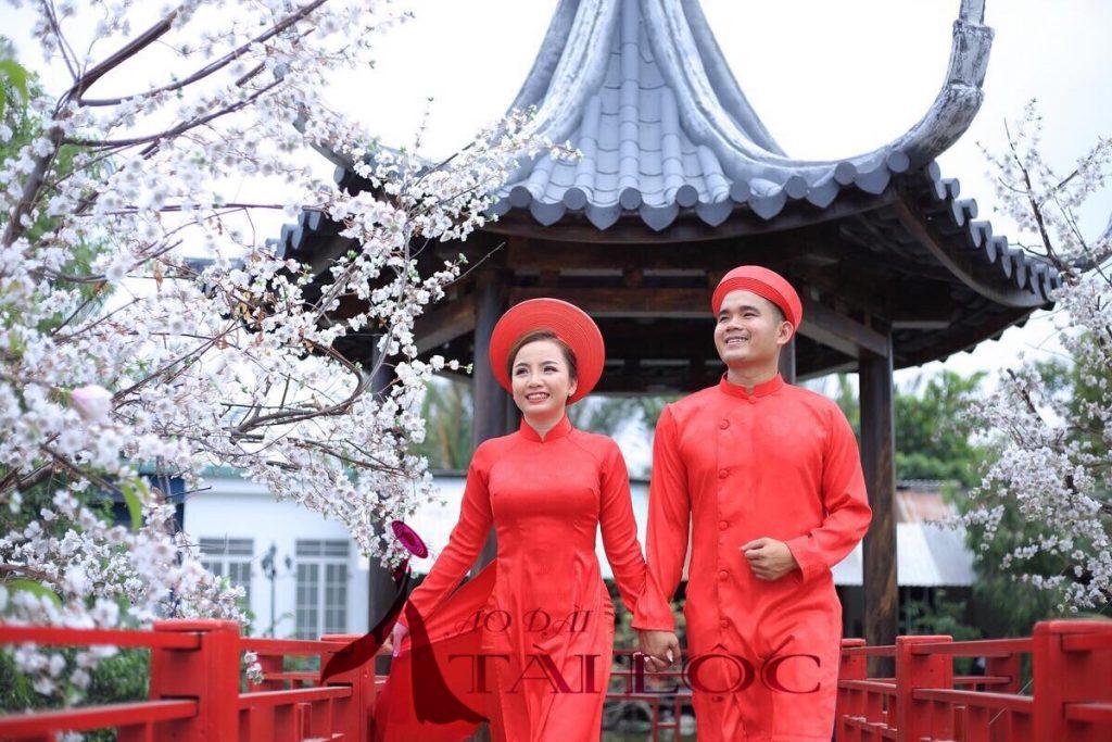 Áo dài cưới đỏ trơn đồng tiền
