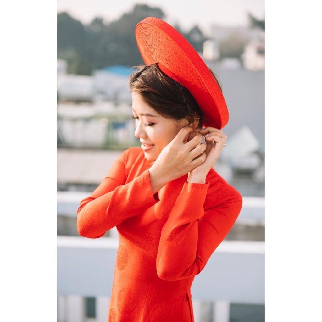 Áo Dài Cô Dâu Màu Đỏ Gấm Trơn Đồng Tiền