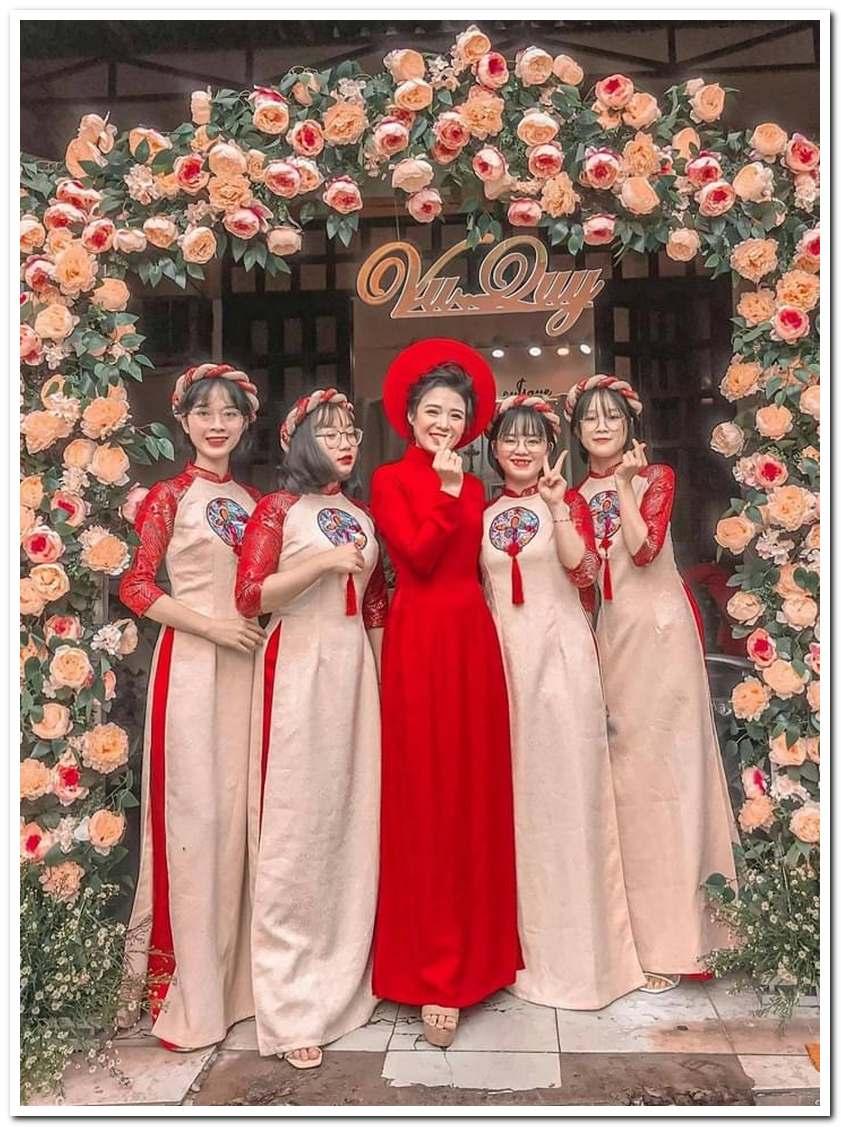 Áo Dài Bưng Quả Nữ Gấm Tay Đỏ