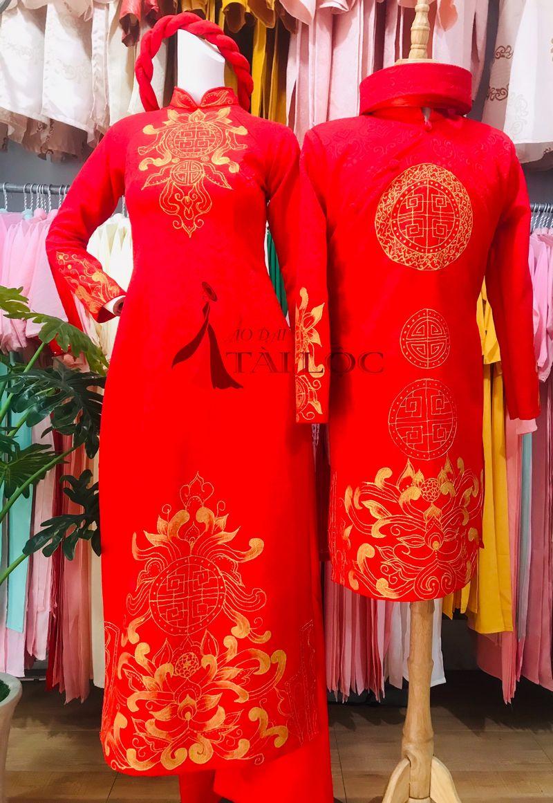 Áo dài cặp màu đỏ vẽ