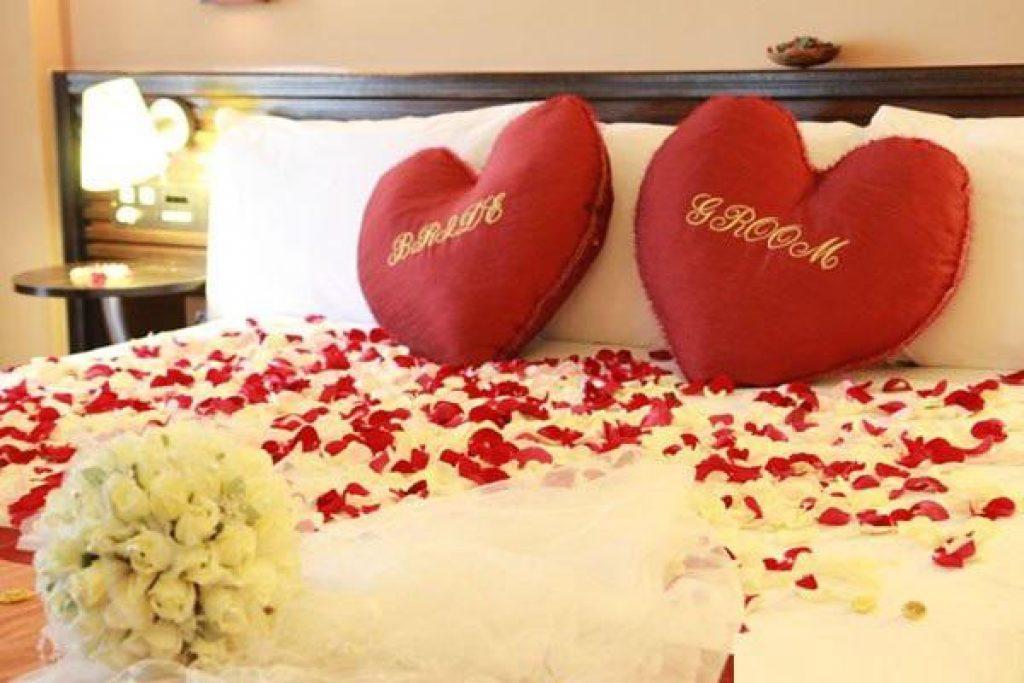 Trang trí giường cưới bằng hoa