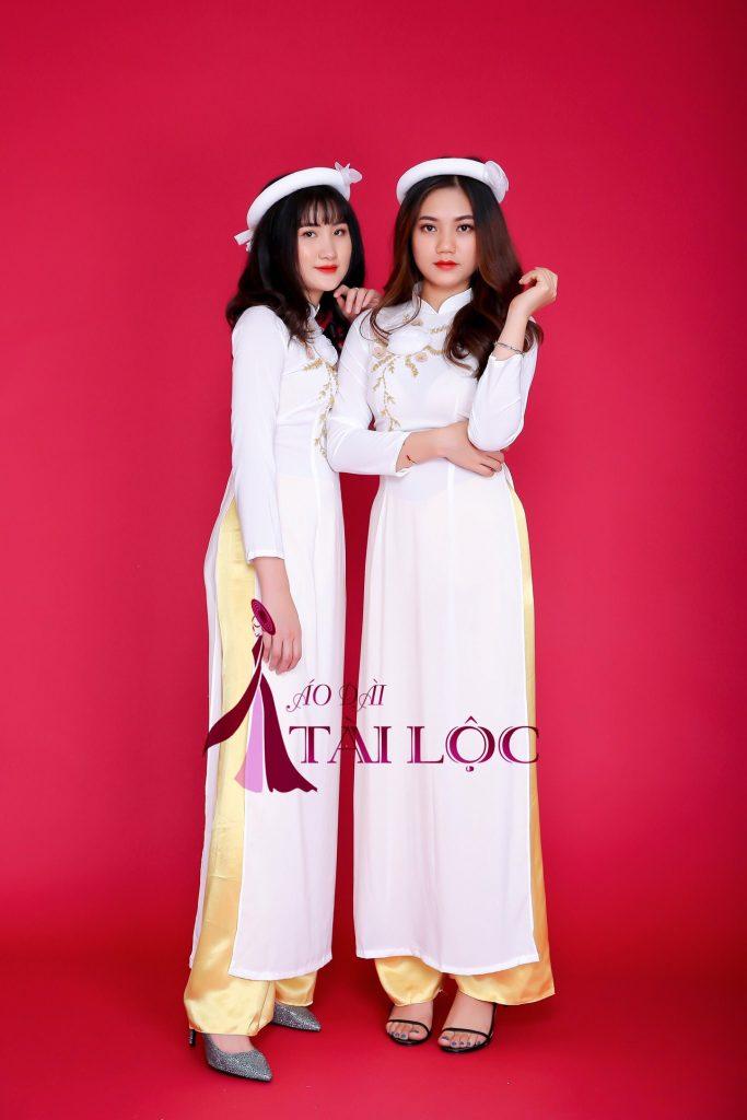 thuê áo dài bưng quả màu trắng
