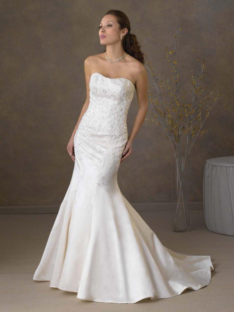 Váy cưới đuôi cá đơn giản