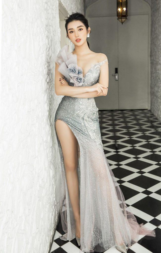 Váy cưới đuôi cá xẻ tà