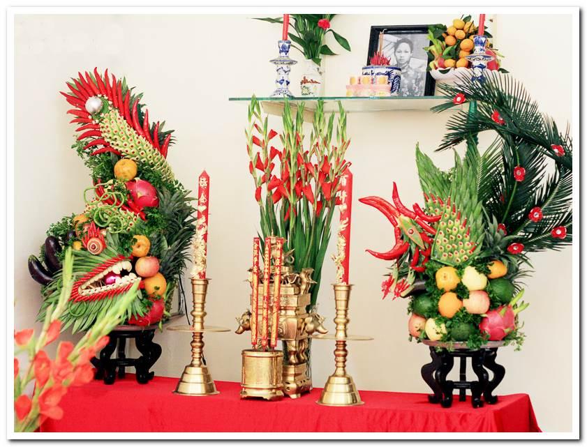 Tự trang trí bàn thờ gia tiên dựa vào đặc trưng văn hóa từng vùng miền