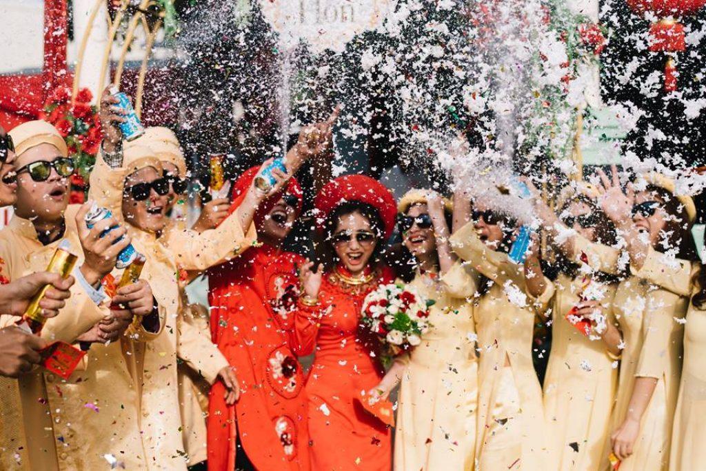 Kính thầy bói chụp ảnh cưới