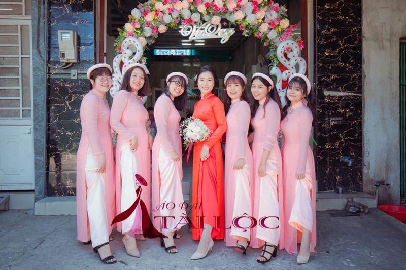 Áo dài bưng quả màu hồng đẹp giá rẻ