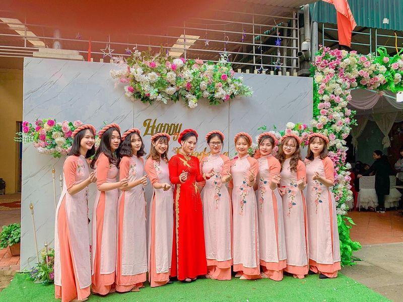 Cho thuê áo dài bưng quả màu hồng đẹp