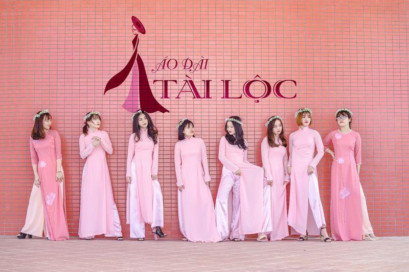 Cho thuê áo dài bưng quả màu hồng
