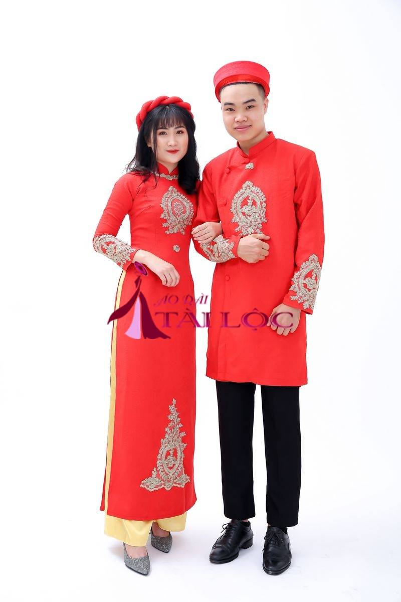 Áo Dài Cặp Màu Đỏ Gấm Hoa Văn Vàng Đồng