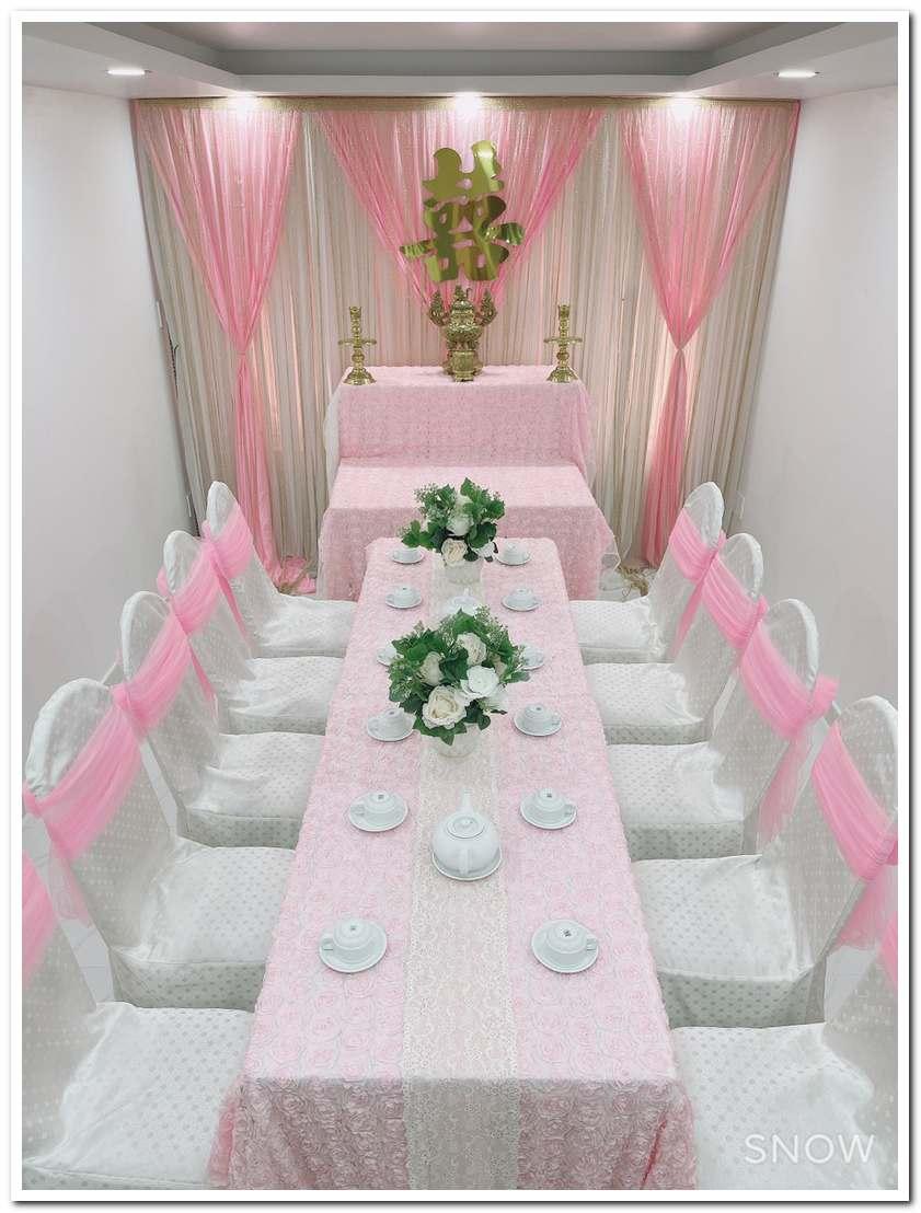 Trang trí bàn cưới đơn giản tông màu hồng phấn nhẹ nhàng