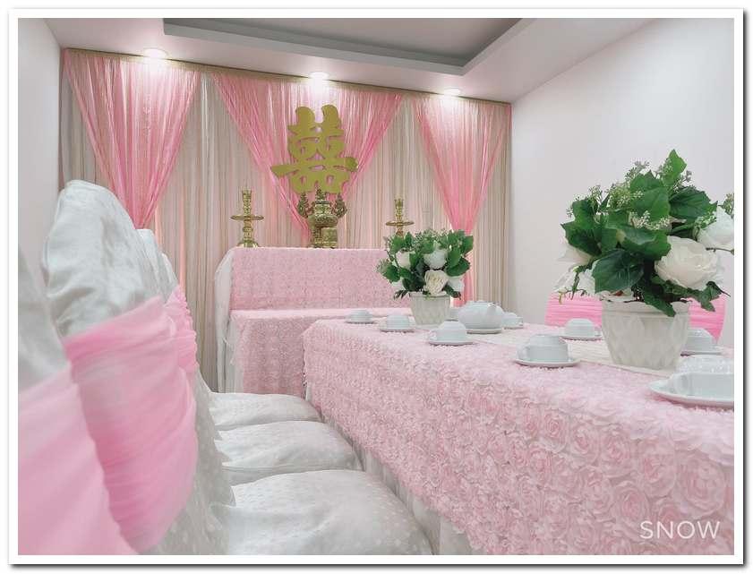 Trang trí bàn cưới đơn giản