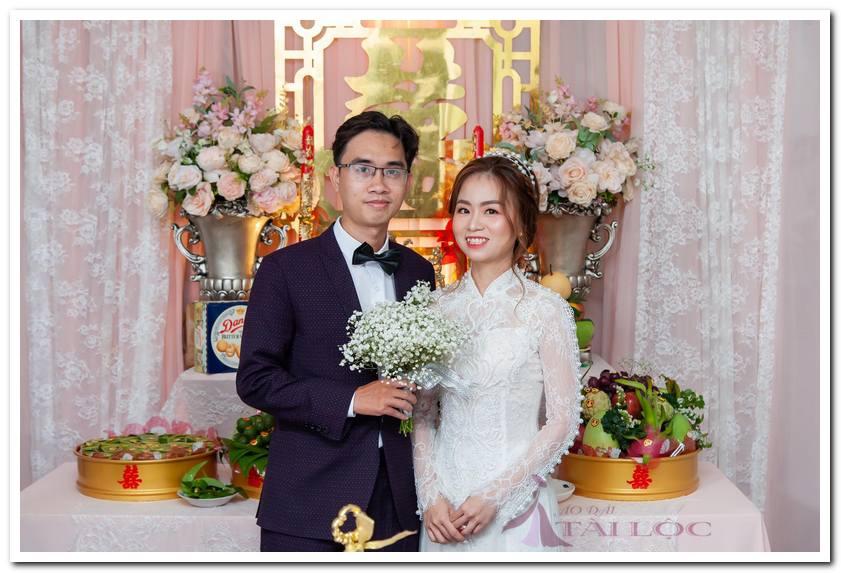 Áo dài cưới màu trắng ren cườm tay