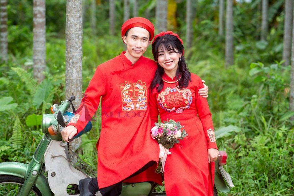 Áo Dài Cưới Màu Đỏ Gấm Thêu Chữ Hỷ