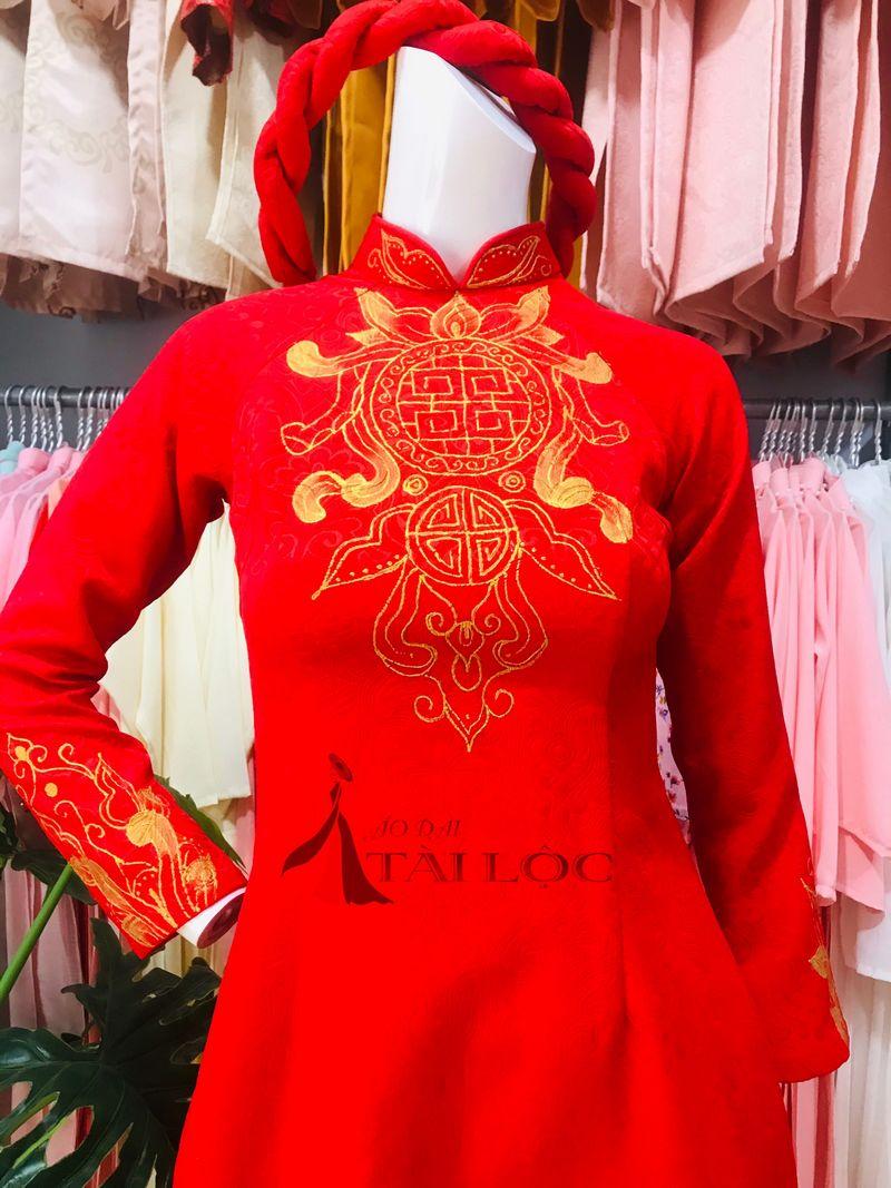 Áo Dài Cưới Màu Đỏ Vẽ Sơn Dầu