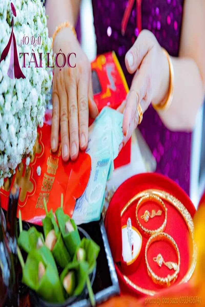 Bao lì xì cưới để thể hiện lòng thành của nhà trai dành cho nhà gái