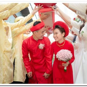 Áo dài cưới chú rể đỏ gấm dày trơn