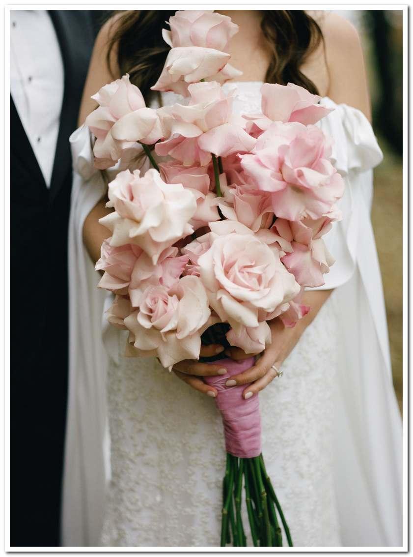 Các mẫu hoa cưới cho cô dâu mệnh hỏa