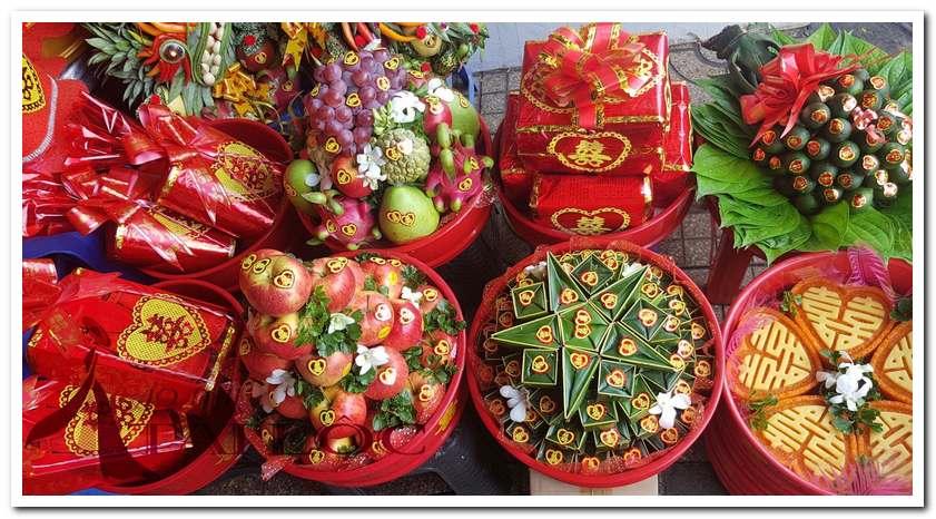 Mua bánh phu thê tại Tài Lộc