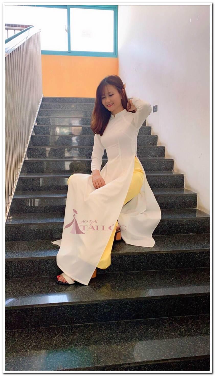 Áo dài trắng học sinh là một trong nhiều lựa chọn thanh lịch