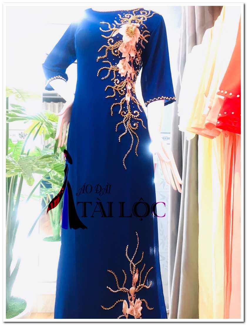 Áo dài màu xanh coban