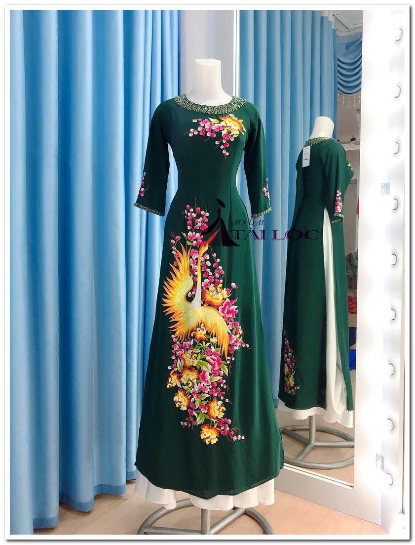 Áo dài màu xanh rêu đậm bà sui