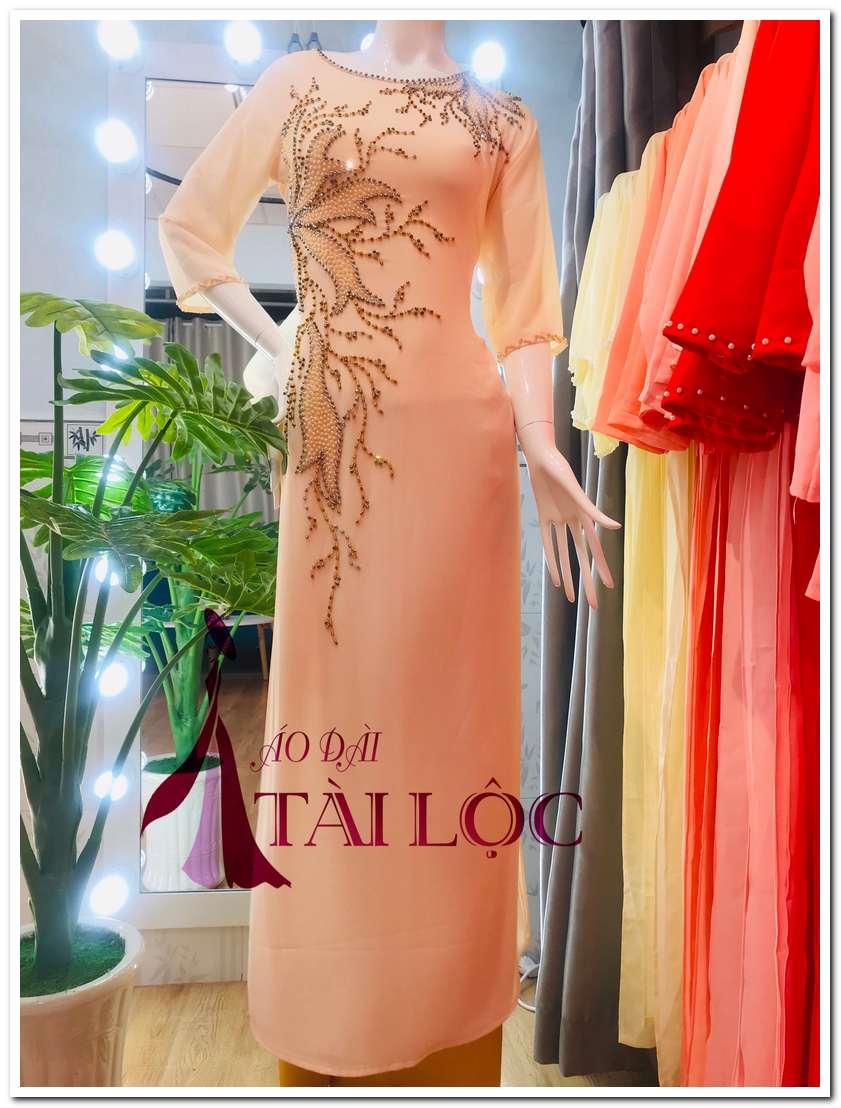 Bảng giá cho thuê áo dài bà sui tại cửa hàng