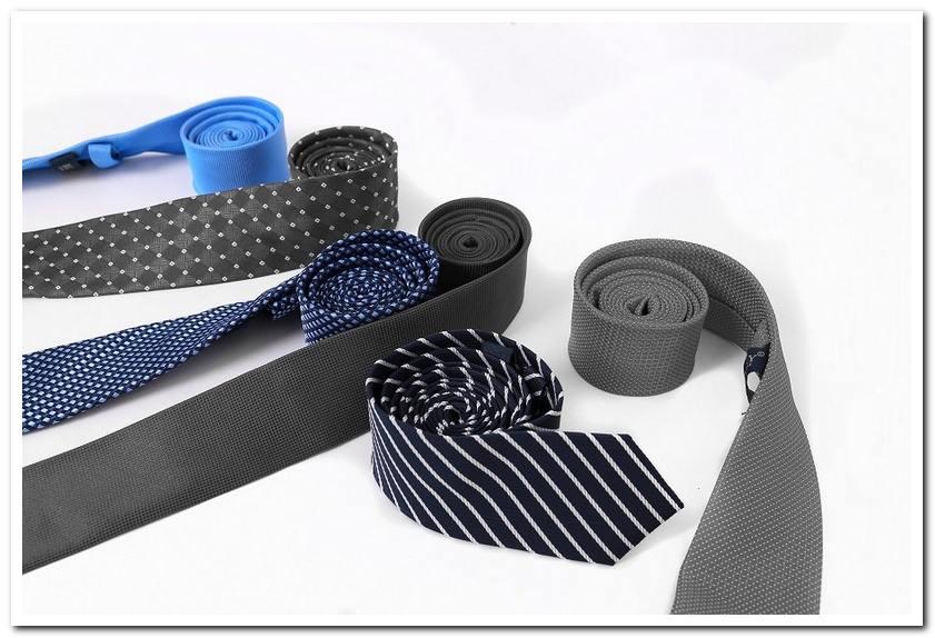 Một chiếc cà vạt phù hợp giúp các ông sui nổi bật
