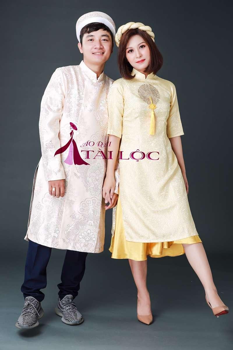 Áo dài phụ dâu cách tân màu vàng gấm