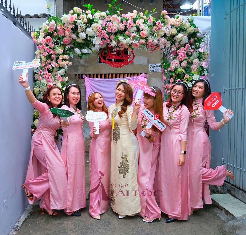 Trang phục tự chọn của đội phù dâu