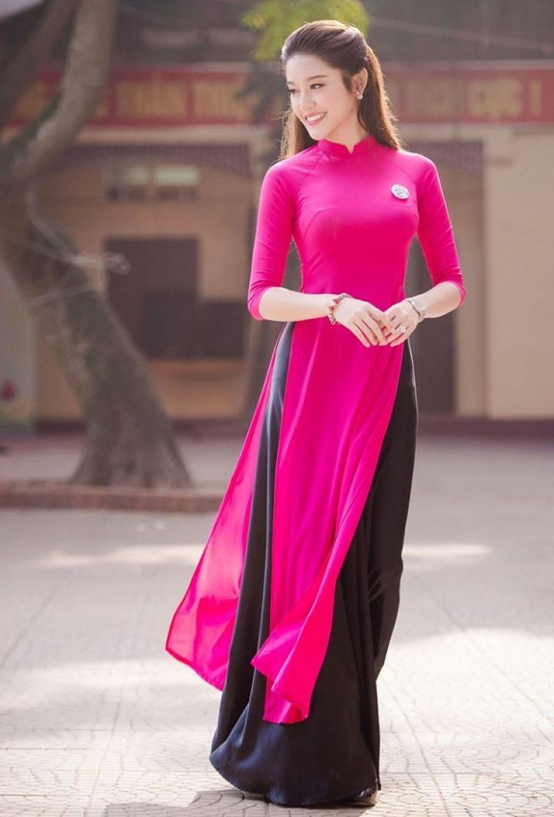 Áo dài hồng quần đen