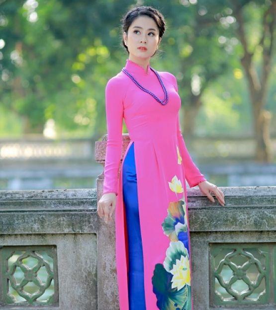 Áo dài hồng quần xanh biển