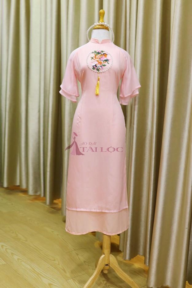 Áo dài màu hồng Pastel với kiểu dáng cách tân