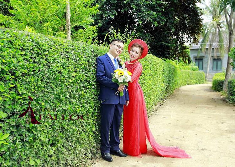 Một bộ vest cưới phù hợp sẽ giúp chú rể nổi bật trong ngày trọng đại